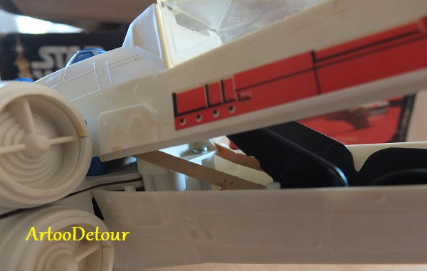 Rubber bands inside original trilogy Kenner electronic x-wings? Kenner16